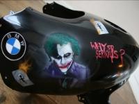 Airbrush werk op motor kuip BMW. Batman `The Joker`.