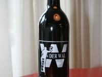 Fles met logo schildersbedrijf, geëtst op wijnfles.