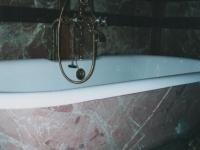 Badkuip gemarmerd. imitatie marmer.