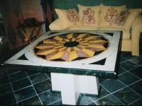 Vierkante tafel beschilderd als inleg imitatie marmer