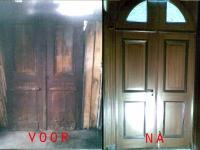 Restauratie deur met hout imitatie.