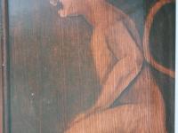 Duiveltjes in houtstruktuur beschilderd boven deur